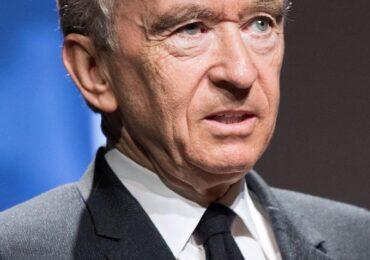 Quem é o bilionário e megainvestidor Bernard Arnault?