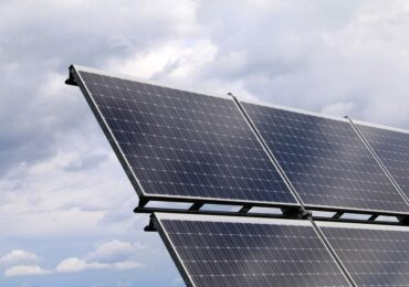 Descubra como investir em energia solar com a Bloxs