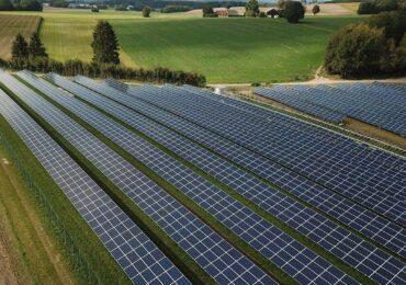 Descubra como ganhar dinheiro com energia solar investindo em usinas fotovoltaicas