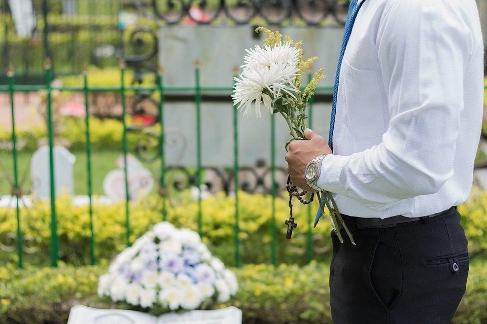 cemitério lucra na pandemia