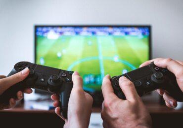 """GameStop (GME) dispara mais de 700% após """"ataque"""" de pequenos investidores"""