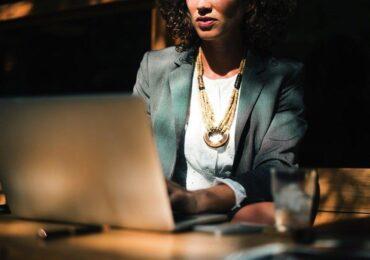 Mulheres na bolsa de valores têm perfil arrojado e foco no longo prazo